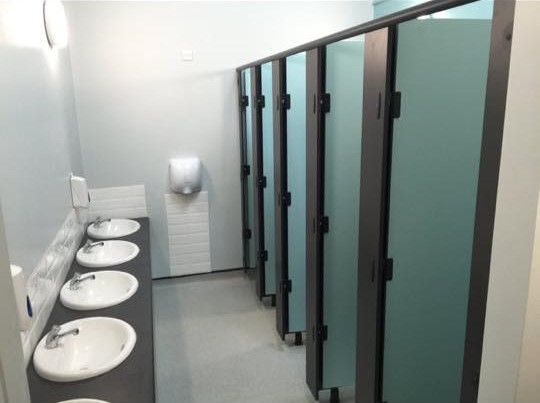 King's Lynn primary school washrooms toilet cubicles and basin fit out.